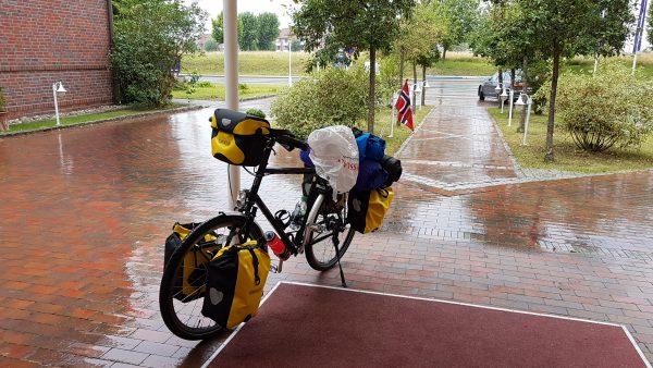 (11:00) Klar for avreise men så begynte det å pøsregne.