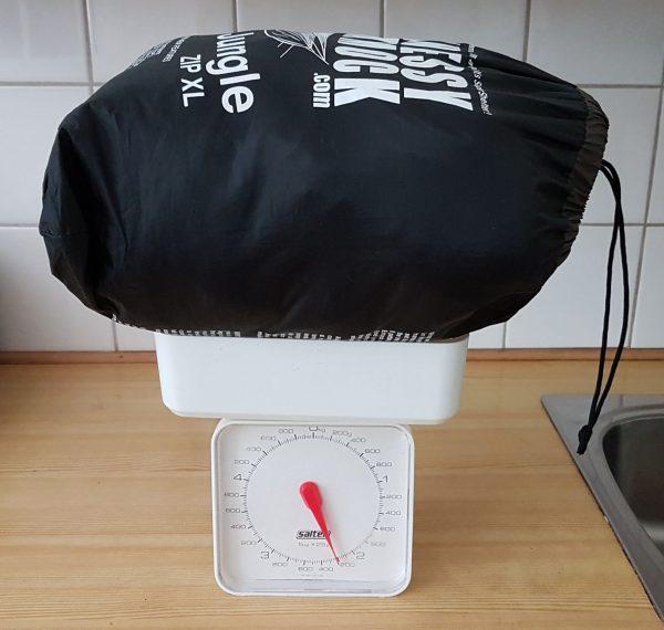 Jeg veide feltreiret på kjøkkenvekten, inkludert alt (pakkepose, straps etc) ...